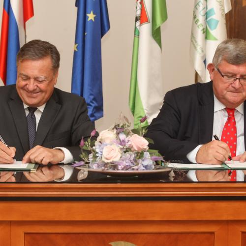 The agreement between the twin cities Rijeka and Ljubljana is valid for ten years from the date of signature. Photo: Nik Rovan