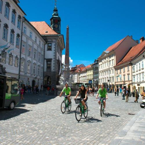 Cycling in the city centre, photo: Nea Culpa, Ljubljana Toursim
