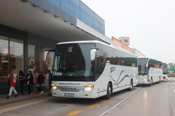 autobus je dovezao učenike na alternativnu lokaciju